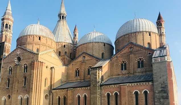 Meta turística para católicos devotos do Santo