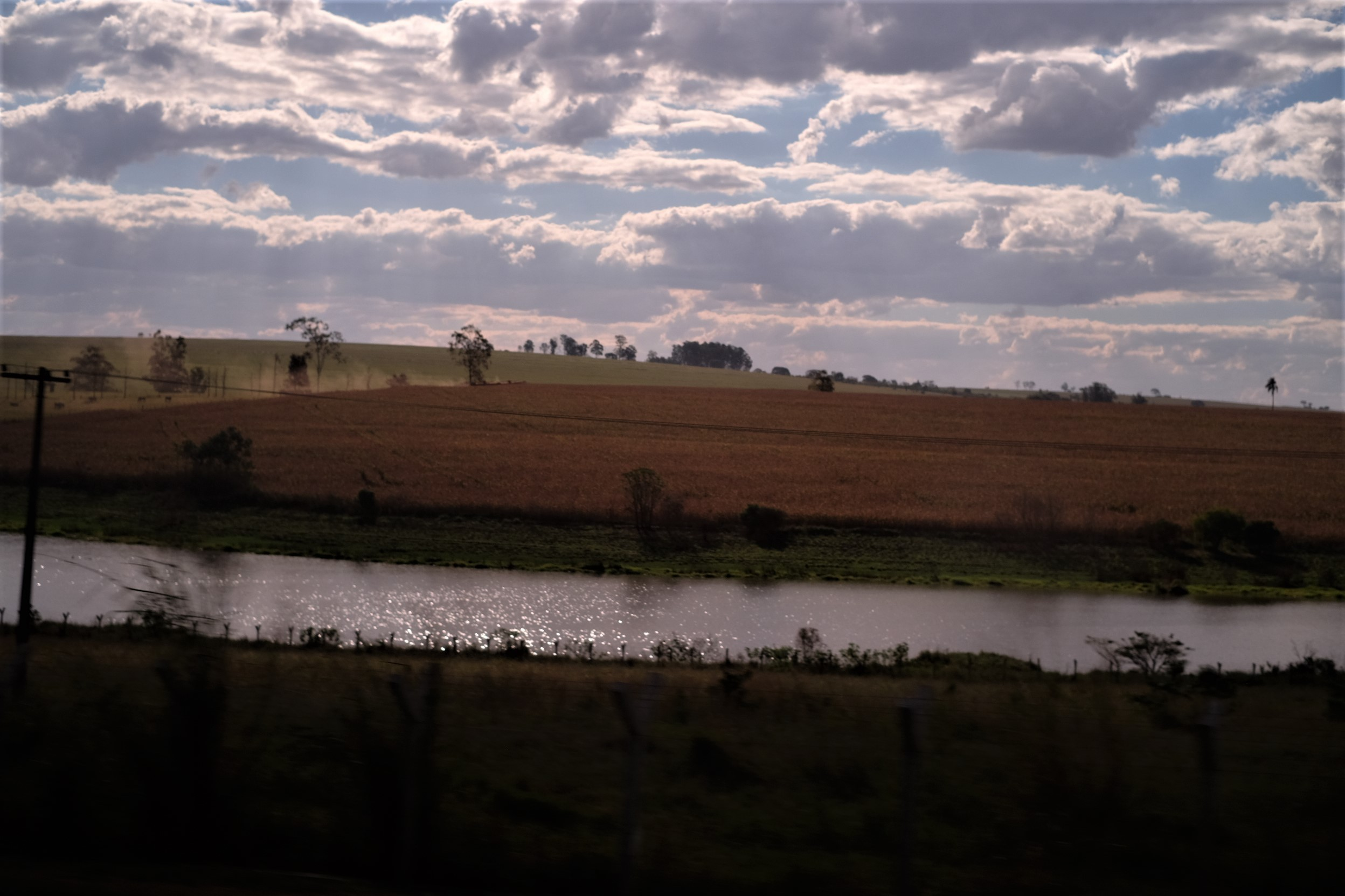 Imagens captadas em um fim de tarde a bordo de um ônibus para Maringá